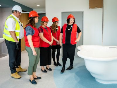 VHHSBA-Health-JKWCH-midwives-tour-Feb2019-birthing-suite-gallery